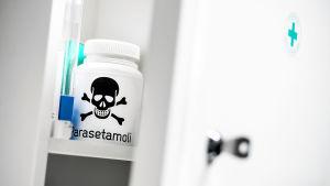 Parasetamolia lääkekaapissa