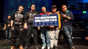 3DMAX Gaming juhli Lantrek 2015 CS:GO-turnauksen voittoa.