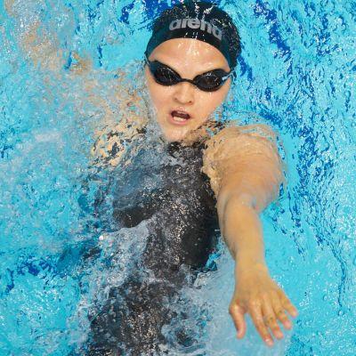 Liisa Lilja simmar ryggsim.