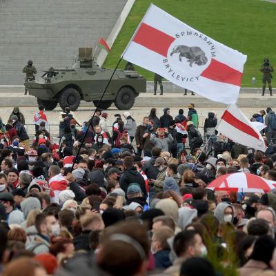 Valko-Venäjällä kymmenet tuhannet osoittivat mieltään Lukashenkaa vastaan.
