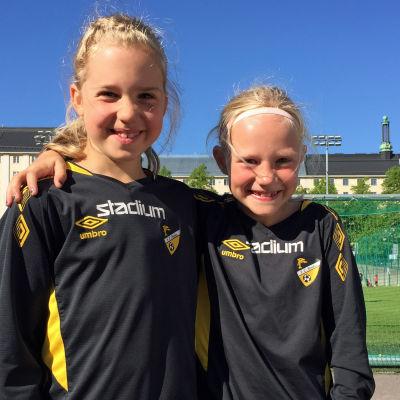 Emma Sjöberg Perez och Elin Brandt spelar båda FC Honka.