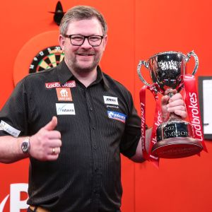 James Wade, dartsin heittäjä.