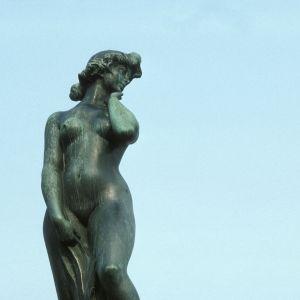 Statyn Havis Amanda vid Salutorget i Helsingfors