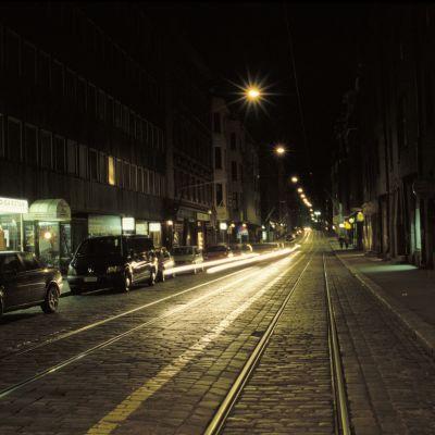 fredriksgatan i helsingfors på natten