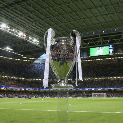 Finalbucklan är på plats i Cardiff.