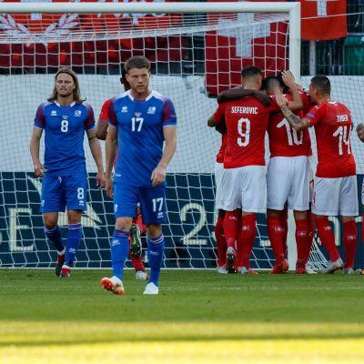 Islands spelare deppar, Schweiz jublar.