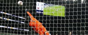 Tottenhams målvakt får inte nyporna på Manuel Lanzinis kanon.
