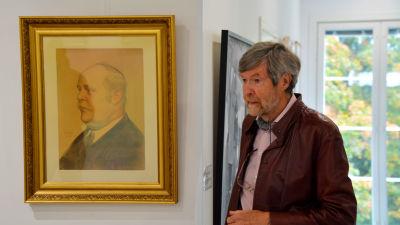 Donatorns kusin vid porträ'ttet av T.V: Ståhlberg - målad av Albert Edelfelt