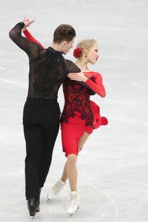 Isdansarna Juulia Turkkila och Matthias Versluis på is.