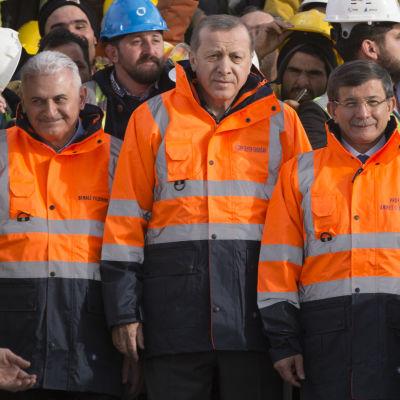 Transportminister Binali Yildirim, president Erdoğan och förre premiärministern Davutoğlu