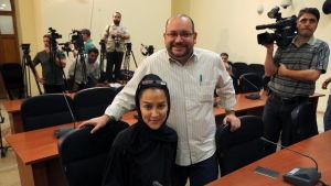 Washington Posts korrespondent Jason Rezaian och hand fru Yeganeh Salehi anhölls i Iran 22 juli 2014.
