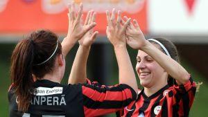 Hanne Ojanperä och Sanna Saarinen gjorde två mål var när PK-35 vann med 9–0.