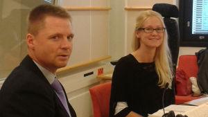 Aki-Mauri Huhtinen ja Emilia Lahti