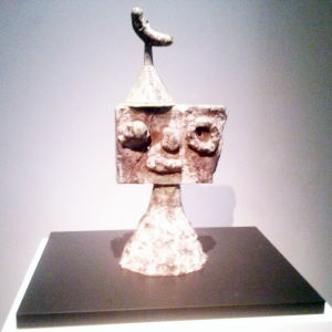 """""""Gestalt med fågel"""", skulptur av Miró"""