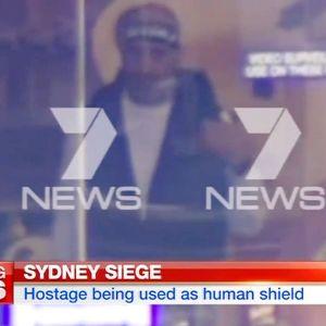 Den misstänkta gärningsmannen filmad av en australisk tv-kanal i Sydney.