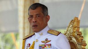 Thailands kronprins Maha Vajiralongkorn som är känd för sina skandaler och älskarinnor har uppträtt allt mer i offentligheten ju längre fadern har vårdats på sjukhus