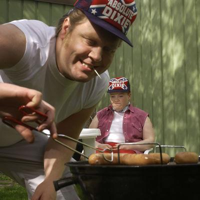 Jarkko Tiainen ja Minna Kivelä Kätevän emännän sketsissä
