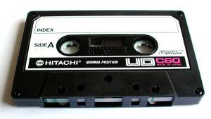 Hitachi merkkinen C-kasetti.