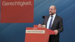 Martin Schulz talar till sina anhängare.