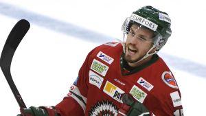 Sebastian Stålberg firar i Frölundas tröja.