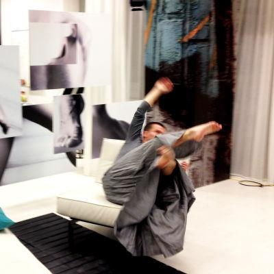 Tuomo Railo improviserar en dans av glädje