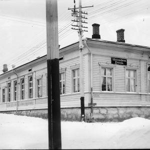 Kuopion ruotsalainen yhteiskoulu sijaitsi tässä rakennuksessa vuosina 1890 - 1897.