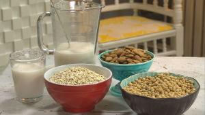 nötter och frön i skålar