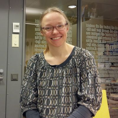 Församlingspastor Malena Björkgren ser glad ut