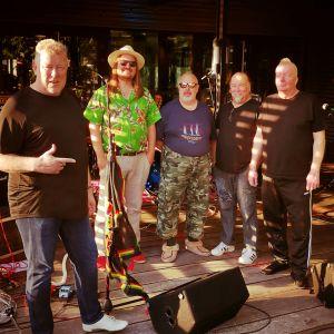 Sten's Stoned -bändi ryhmäkuvassa vuonna 2020.