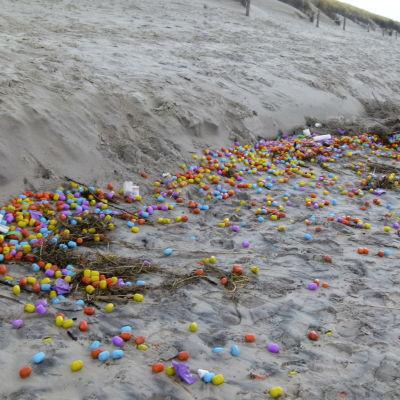 Leksaksägg har flutit i land på ön Langeoog i Tyskland