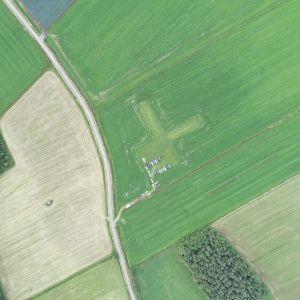 Drönarbild ovanför RC-klubbens flygfält i Karby i Pedersöre