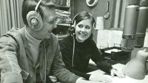 Man och kvinna i radiostudio, bild från slutet av 1960-talet