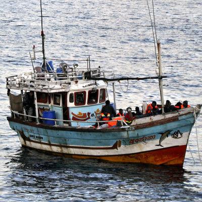 Båt med asylsökande anländer till Australien.
