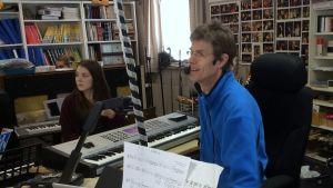 Musiklärare Rolf Danielsson i sitt klassrum