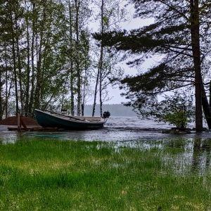 Järvi tulvii rantamaille.