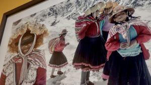 Damer från Anderna i Jimmy Nelsons tappning.