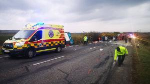 Olycksplats, en buss och en lastbil har krockat i Nitra i Slovakien.