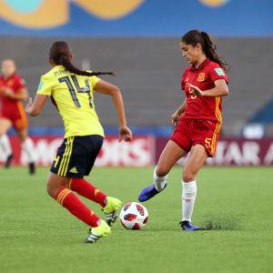 Irene Lopez med bollen.