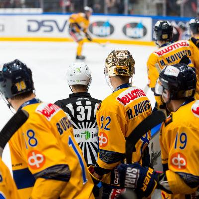 Jukurit spelar i ishockeyligan.
