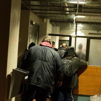 Paperittomien hätämajoitustila Helsingin Munkkisaaressa.