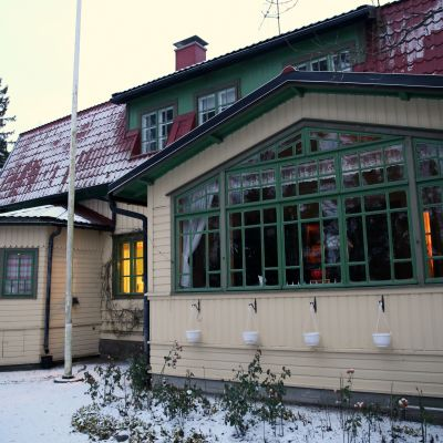 1900-luvun alkuvuosina valmistunut Suviranta on yksi Tuusulanjärven historiallisista taiteilijakodeista.