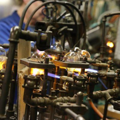 Hehkulamppujen valmistus jää historiaan, kun 50 000 lampun tilaus on valmis.