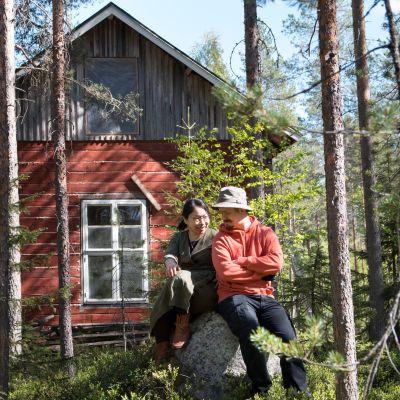 Katsumi ja Antti-Jussi Yliharjun ekotalossa on yli satavuotiaat hirret ja moderni uusiutuvan energian tekniikka.