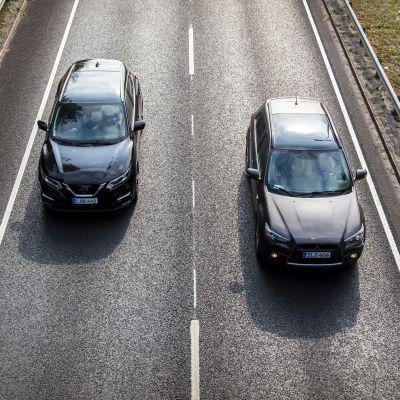 Autoja tiellä