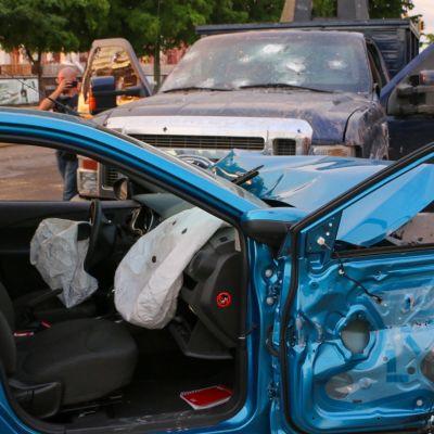 Sönderskjuten bil efter strider i Sinaloa, Mexiko 18.10.2019
