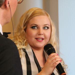 Sopraano Minna Matintupa Janne Koskisen haastattelussa.