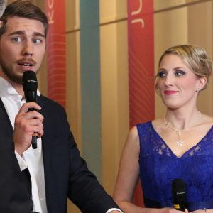 Baritoni Aarne Pelkonen ja sopraano Hanna Rantala Janne Koskisen haastattelussa.