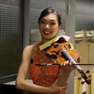 Nancy Zhou juuri ennen Sibeliuksen viulukonserttoa.
