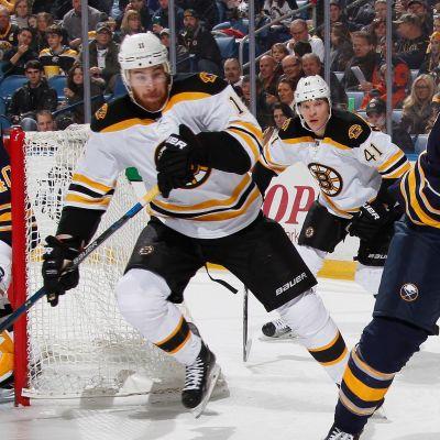 Jimmy Hayes och Joonas Kemppainen i Boston Bruins.