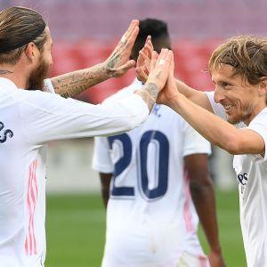 Sergio Ramos och Luka Modric firar mål.